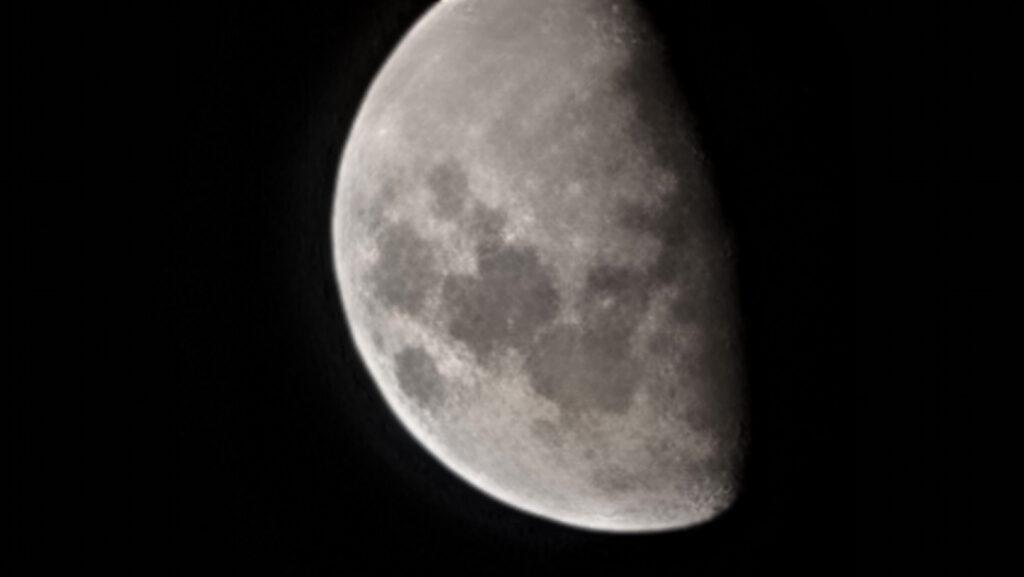 Galaxy S21 Ultra moon shot