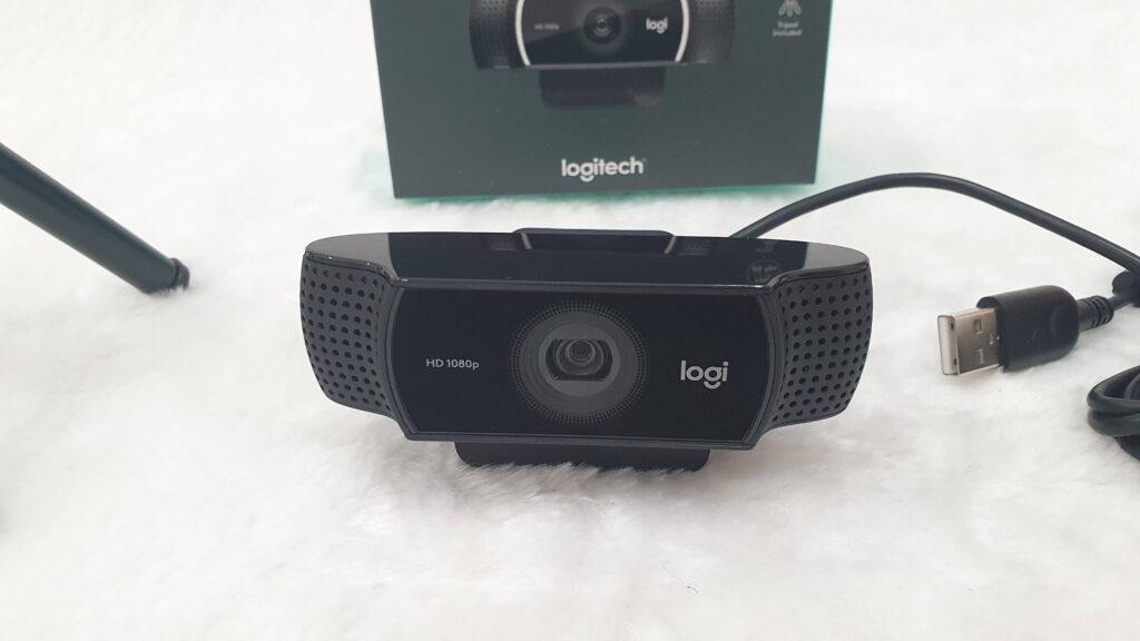 Logitech C922 Pro HD Stream Webcam Review front webcam image