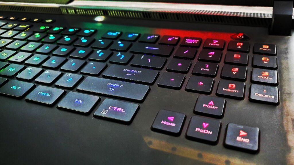ASUS ROG Strix SCAR 17 G733Q keyboard