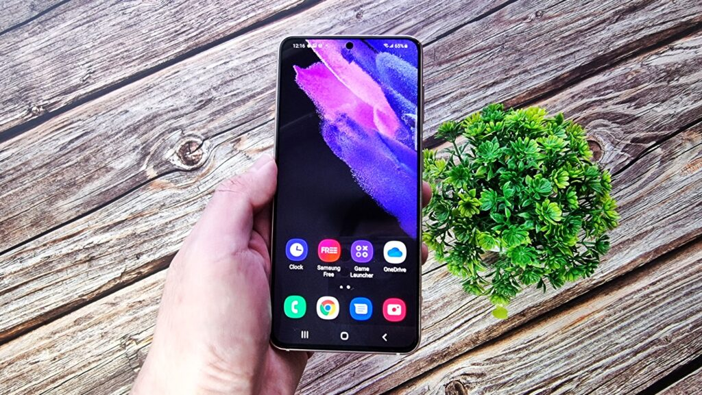 Samsung Galaxy S21 Review - Powerful Pretty Purple Performer 1