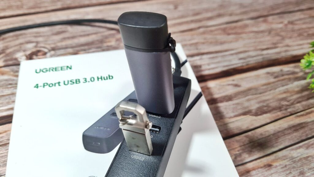 UGREEN 4-port USB 3.0 Hub Review charging