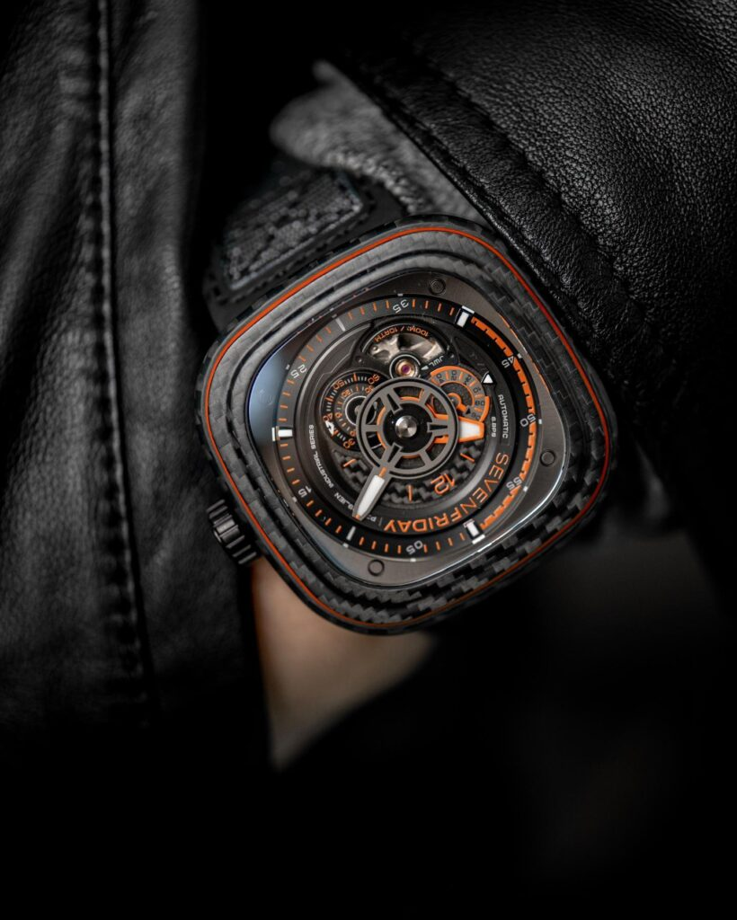SevenFriday P3C/09 Orange Carbon dial