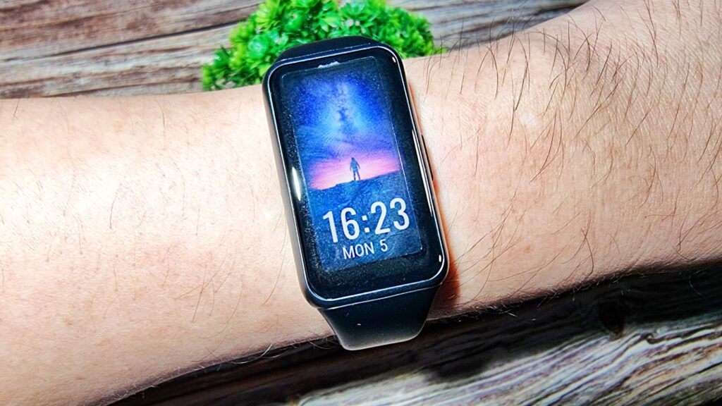 Huawei Band 6 Review wrist strap