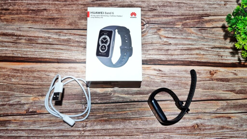 Huawei Band 6 Review box contents