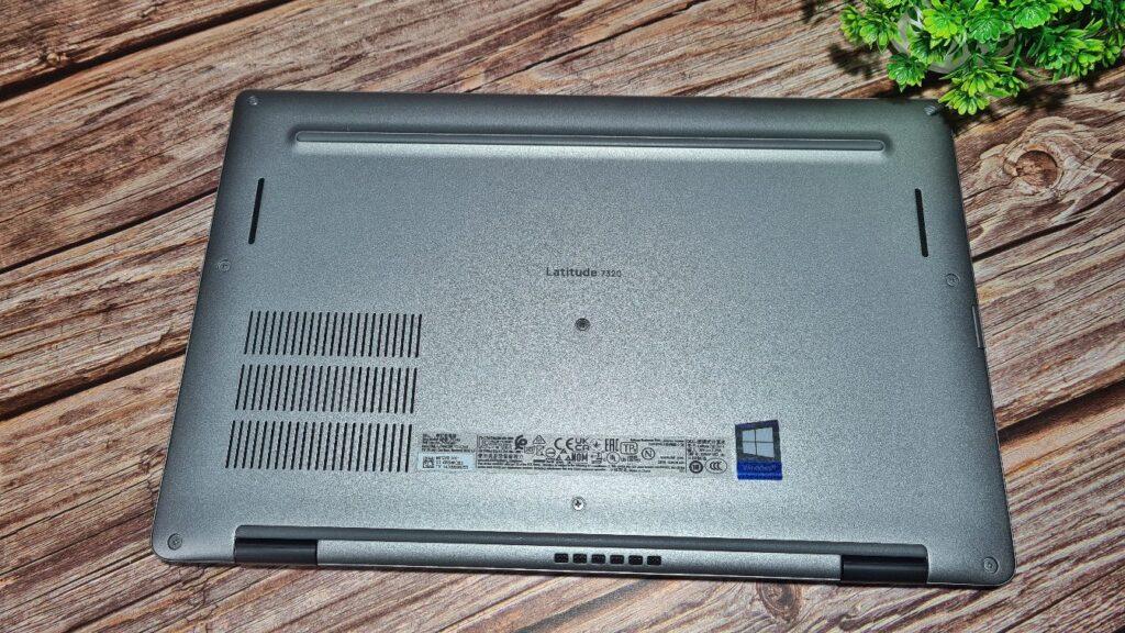 Dell Latitude 7320 2-in-1 Review  underside