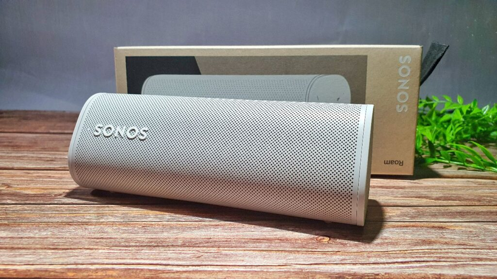 Sonos Roam Review base with box