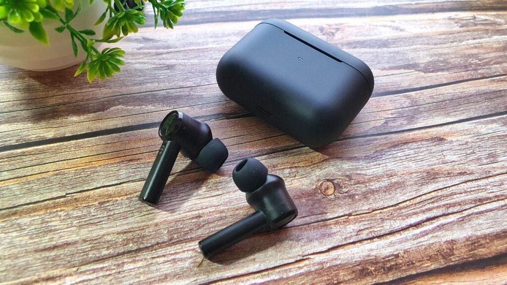 Razer Hammerhead True Wireless Box angled