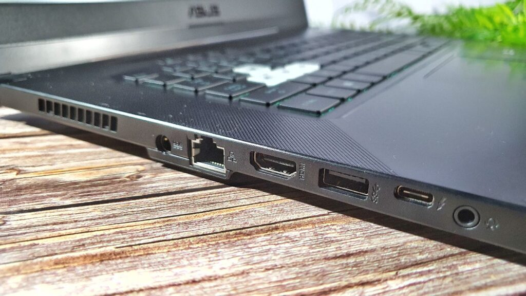 ASUS TUF Dash F15 FX516PM Review left side