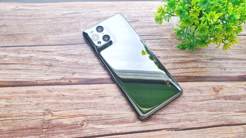 OPPO Find X3 Pro Review glass rear