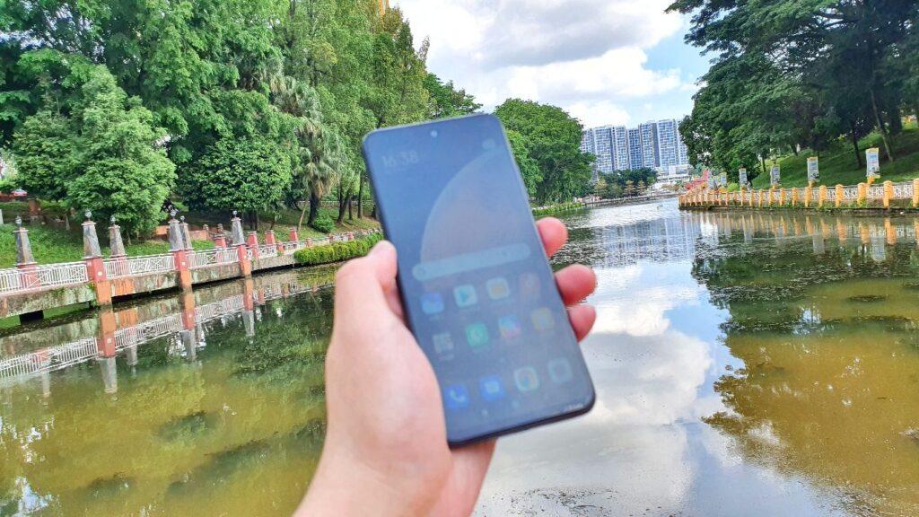 Xiaomi Redmi Note 10 5G review light