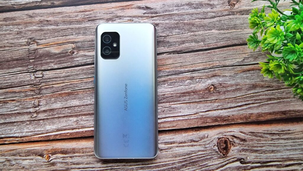Asus Zenfone 8 unboxing and first look