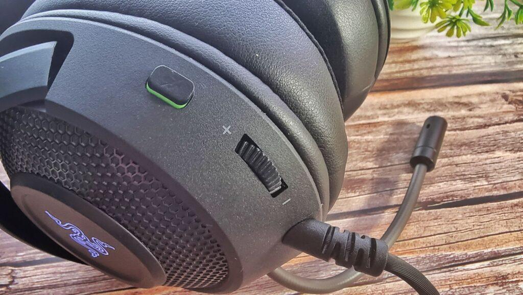 Razer Kraken V3 X Review dial close up