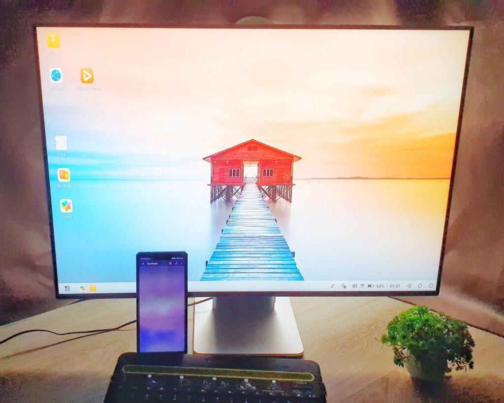 Huawei MateView Review desktop