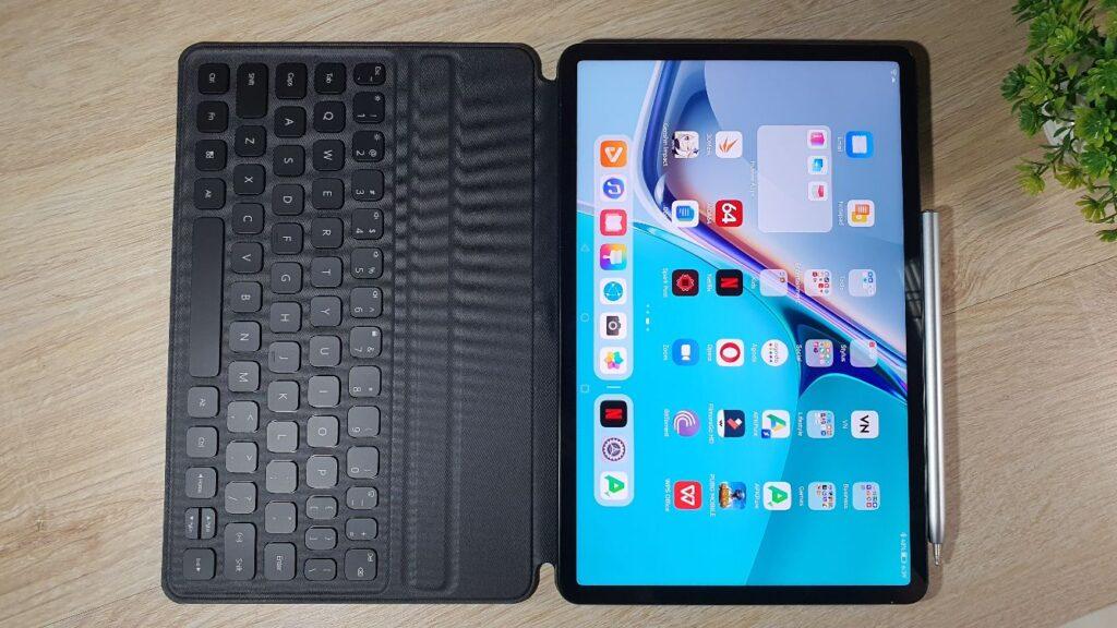 Huawei MatePad 11 review keyboard and pen