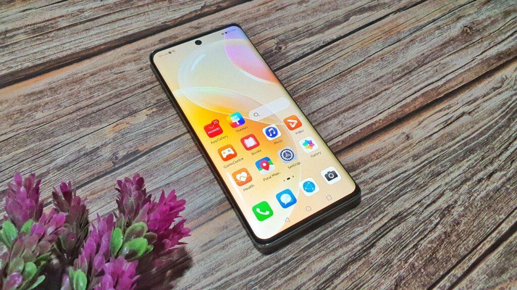 Huawei nova 8 review angled screen
