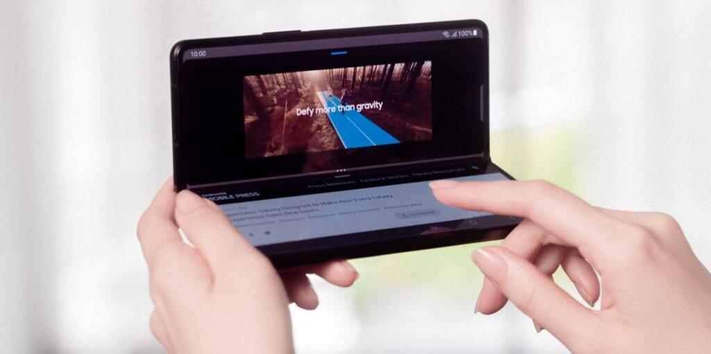 Samsung Galaxy Z Fold3 Flex Mode deployed