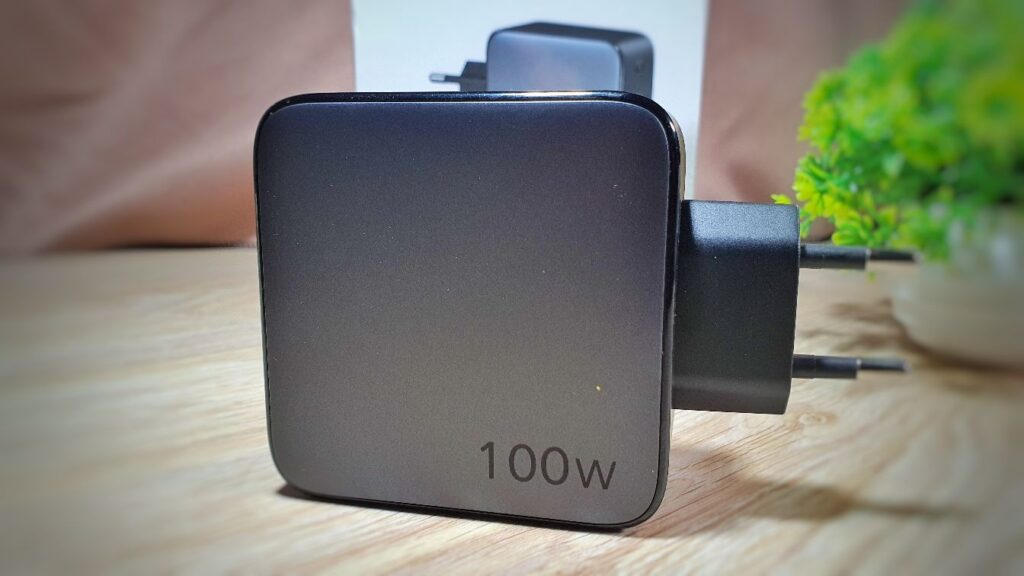 UGREEN 100W GaN Fast Charger Review side view