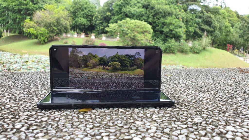 Samsung Galaxy Z Fold3 5G Review flex mode