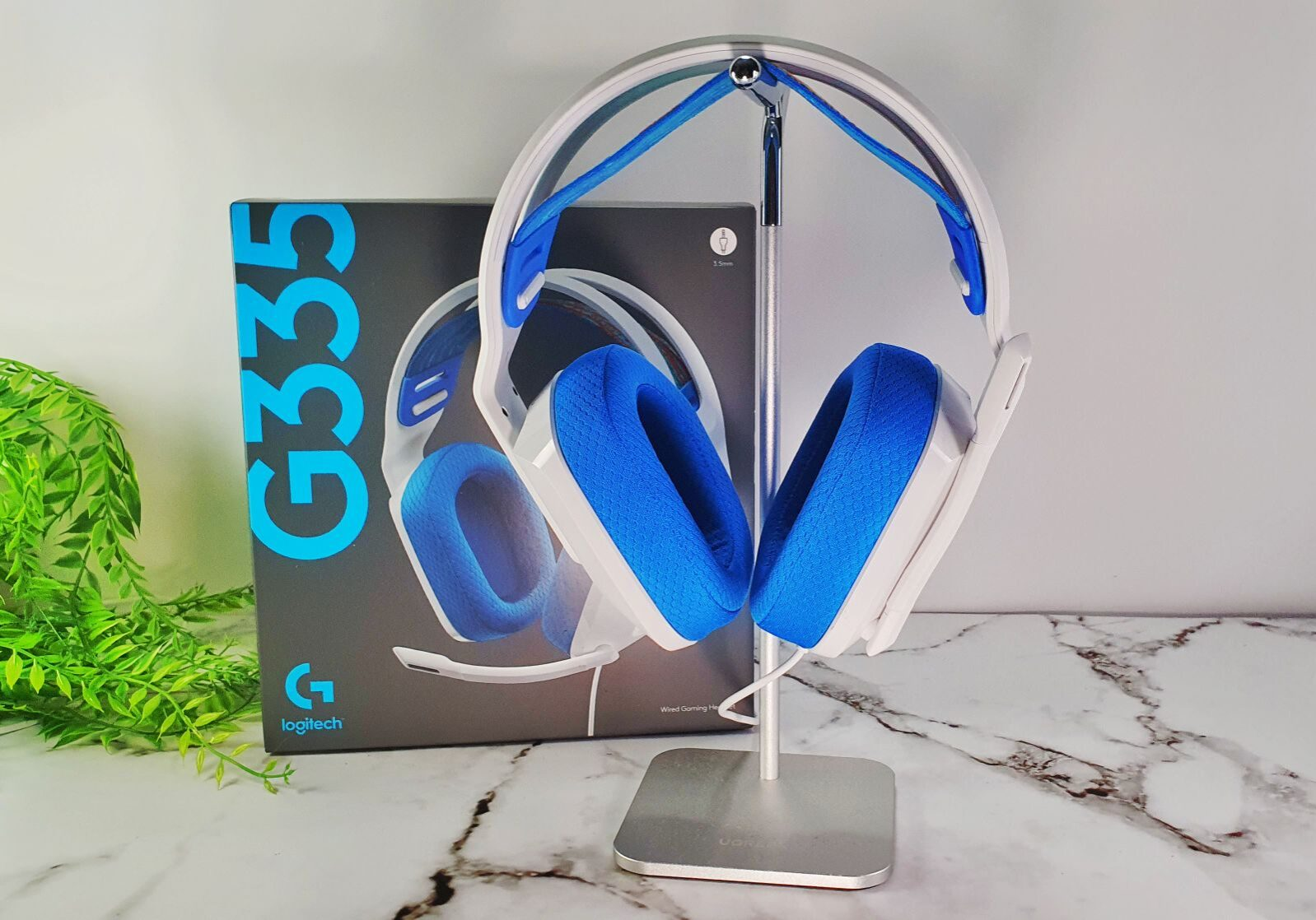 Logitech G335 wired gaming headset image with box