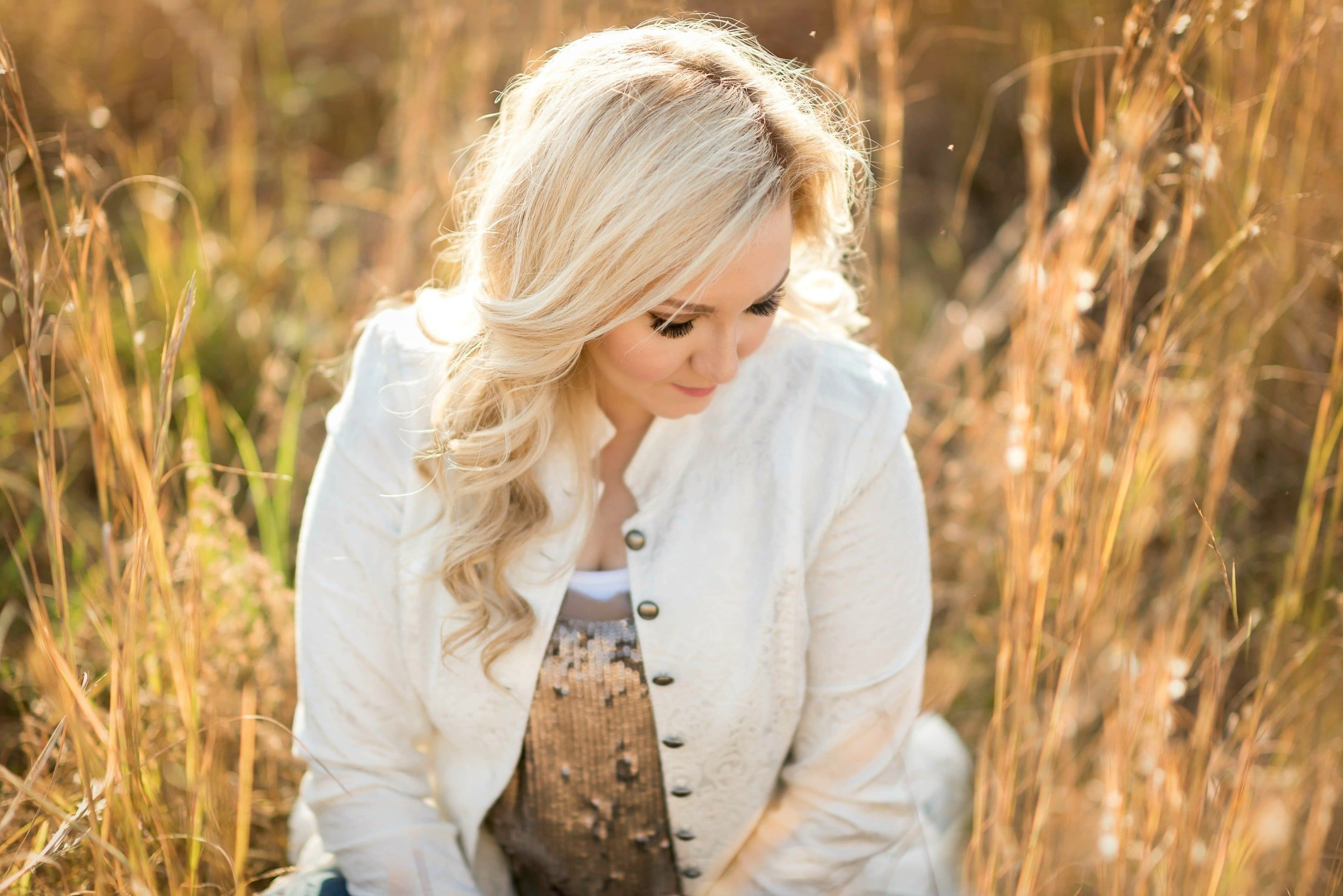 Singer Morgan White expecting a baby girl
