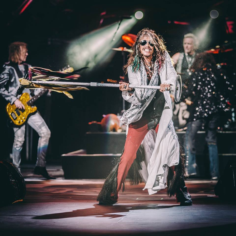 Aerosmith's Steven Tyler reportedly ready to sign with Big Machine, record new country album