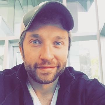 Read more about the article Brett Eldredge may just hang from a crane for third #1 single