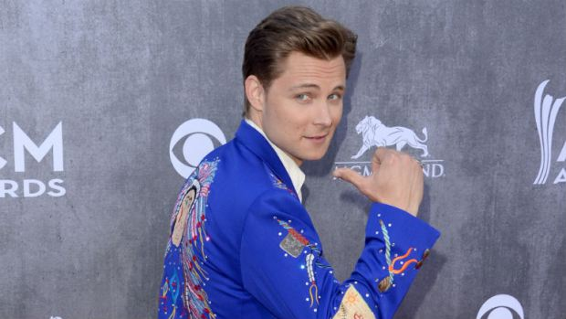 Read more about the article Frankie Ballard Says Peace Out To Nashville For New Album…