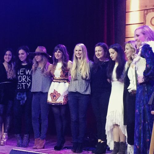 Read more about the article Emily West, Cassadee Pope, Caitlyn Smith & More Are The Inspiring 'Girls Of Winter'