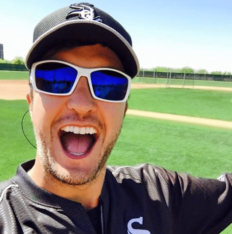 Read more about the article Luke Bryan Looks Good In A White Sox Baseball Uniform