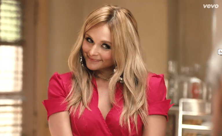 Read more about the article Miranda Lambert debuts new video for 'Little Red Wagon'