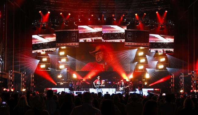 Read more about the article Assault Reported at Jason Aldean concert in Oregon