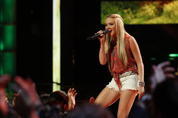 Read more about the article Do you like Danielle Bradbery's new ink?