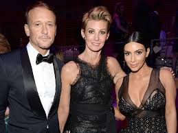 Read more about the article Faith Hill and Kim Kardashian reach BFF status