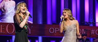 Jennifer Nettles Shows her Support for Carrie Underwood While Celebrating No Make-Up