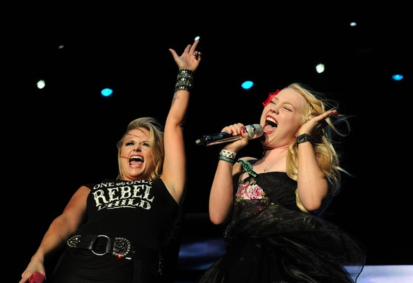 Read more about the article Raelynn Explains How To Get Over Post Miranda Tour Depression