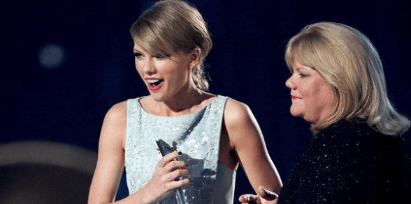 Read more about the article Taylor Swift's Mom Steals the Show at the ACM's….