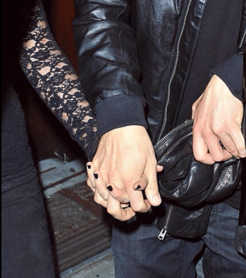 Read more about the article It is a BIG Deal Taylor Swift Spotted in Public Holding Hands with Potential Boyfriend