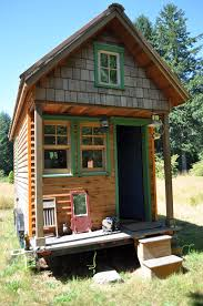 Tiny house photo via Wikipedia