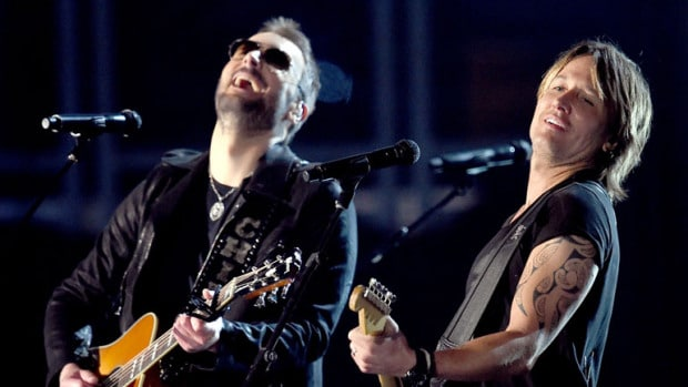 Read more about the article Eric Church pledges allegiance to the Hag and raises 'em up with Keith Urban at ACMs