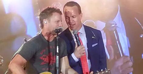 Read more about the article Peyton Manning sings 'Folsom Prison Blues' with Dierks Bentley