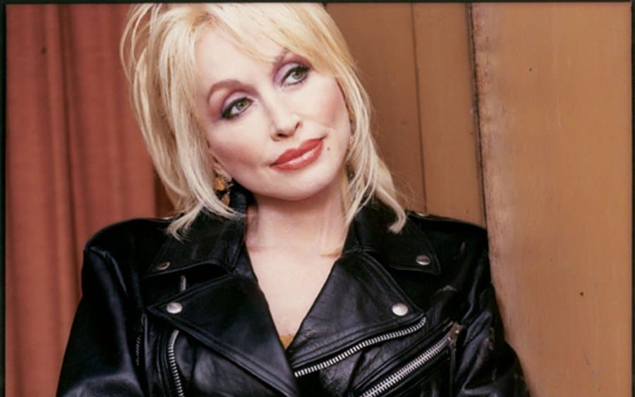 "Dolly Parton's ""Coat of Many Colors"" to be turned into a movie"