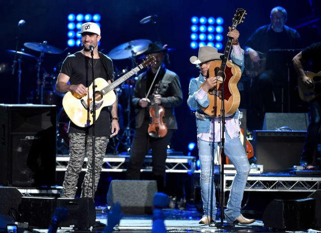Read more about the article Dwight Yoakam singing Sam Hunt's praises—Seriously.