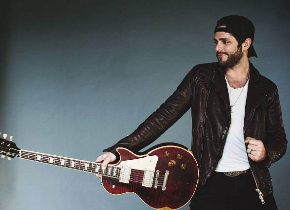 """Read more about the article Thomas Rhett wouldn't mind shaking his moneymaker on """"Dancing With The Stars"""""""