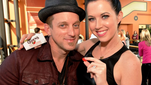 Thompson Square chooses between One Direction and Justin Bieber