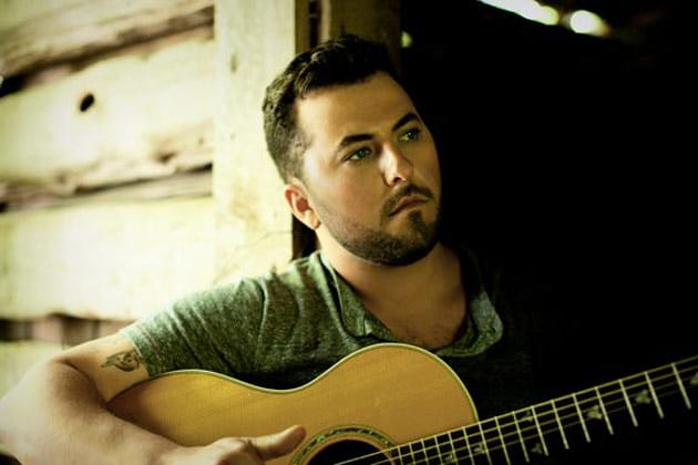 Read more about the article Tyler Farr pulls a Blake Shelton and wins fans over with pizza