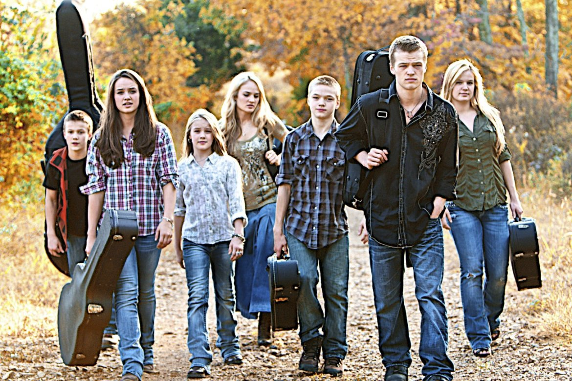 Read more about the article The Willis Clan Might Just Be America's Next Sweethearts… all of 'em.