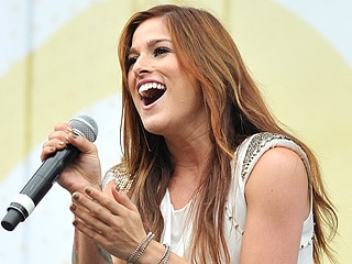 Cassadee Pope sings National Anthem at NASCAR Spring Cup…