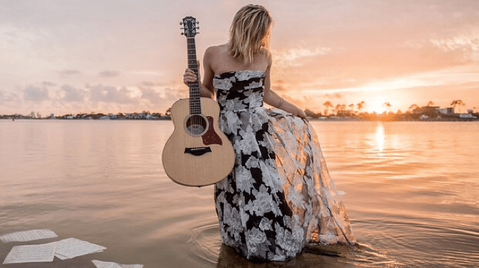 Mary Sarah Stuns Flora-Bama Crowd with Hymn