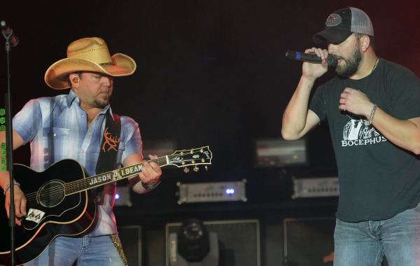Read more about the article Jason Aldean gets a kick out of Tyler Farr…