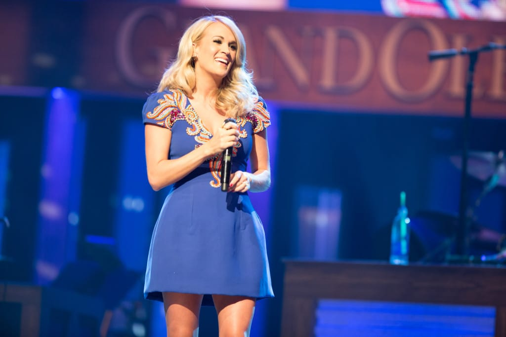 Carrie Underwood Hollo 9314 6-9-15